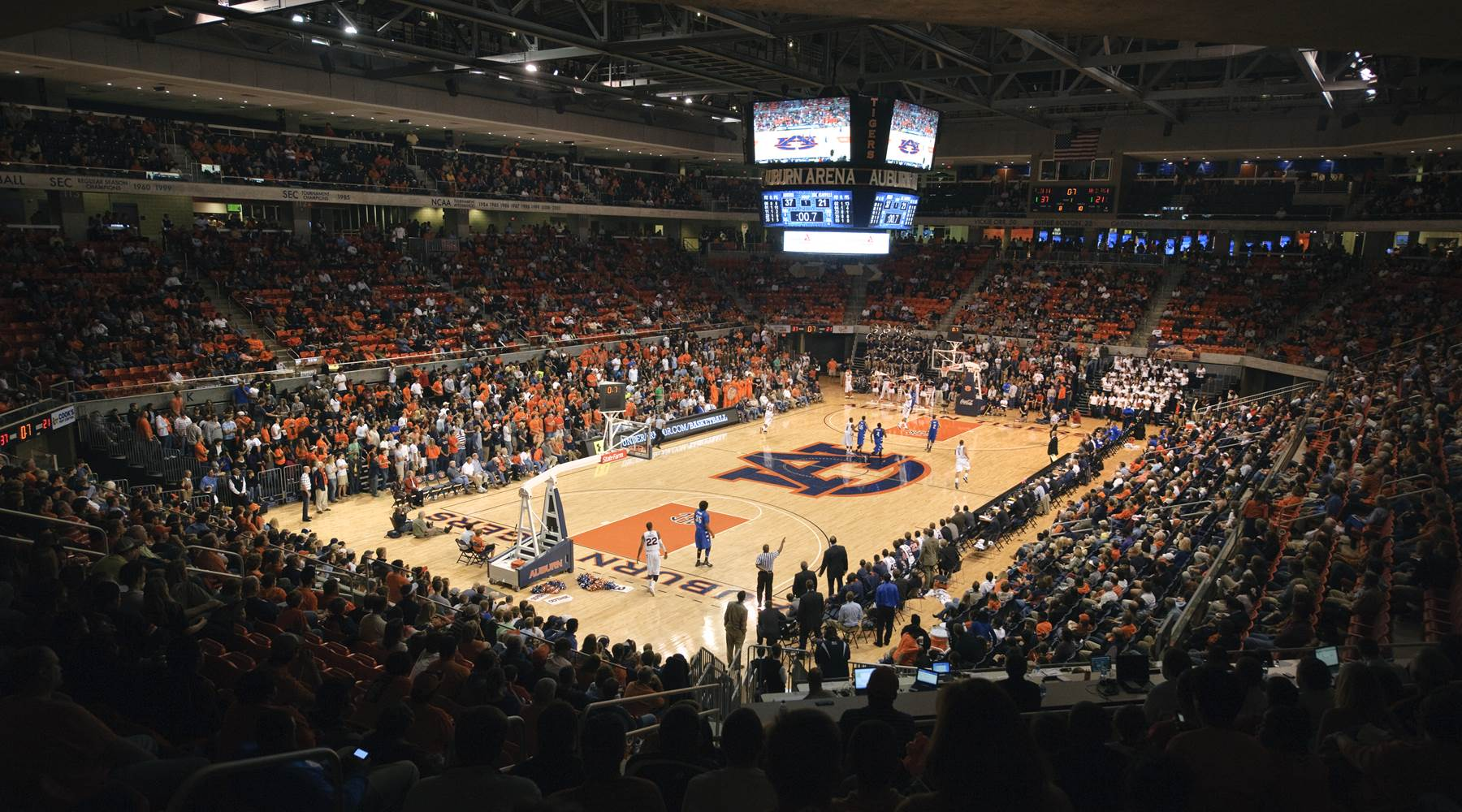 Basketball game at Auburn Arena