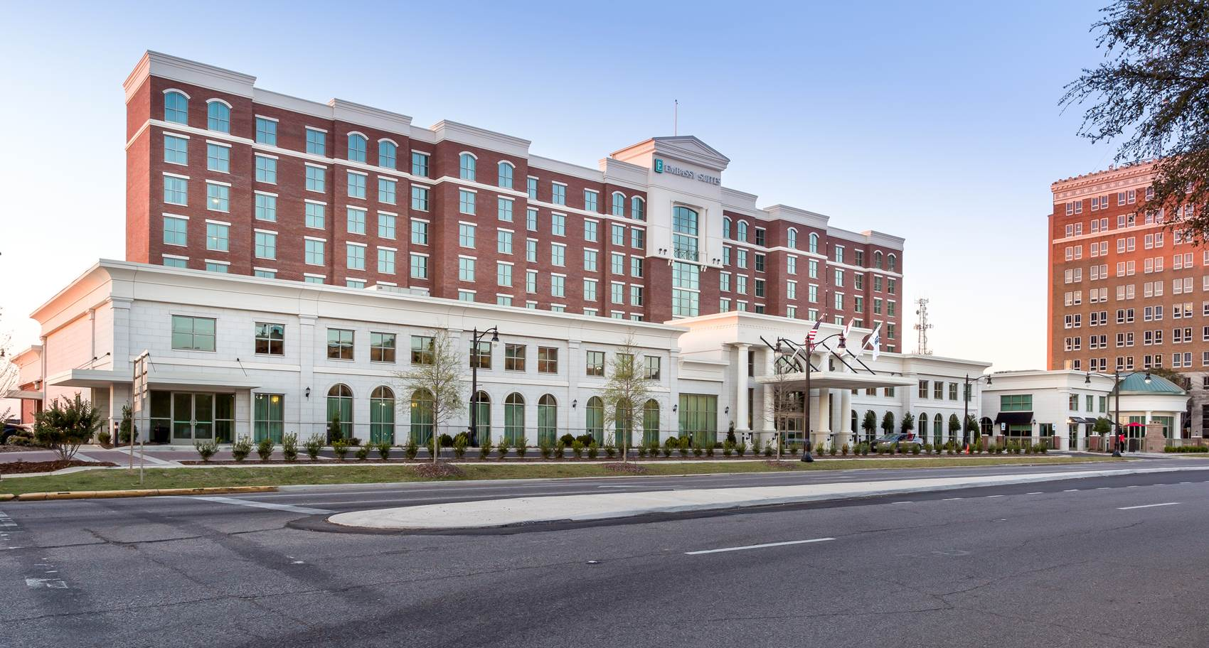 Exterior view of Embassy Suites Hotel in Tuscaloosa